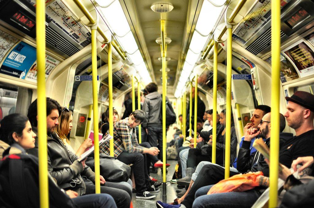 電車内でのイライラの原因