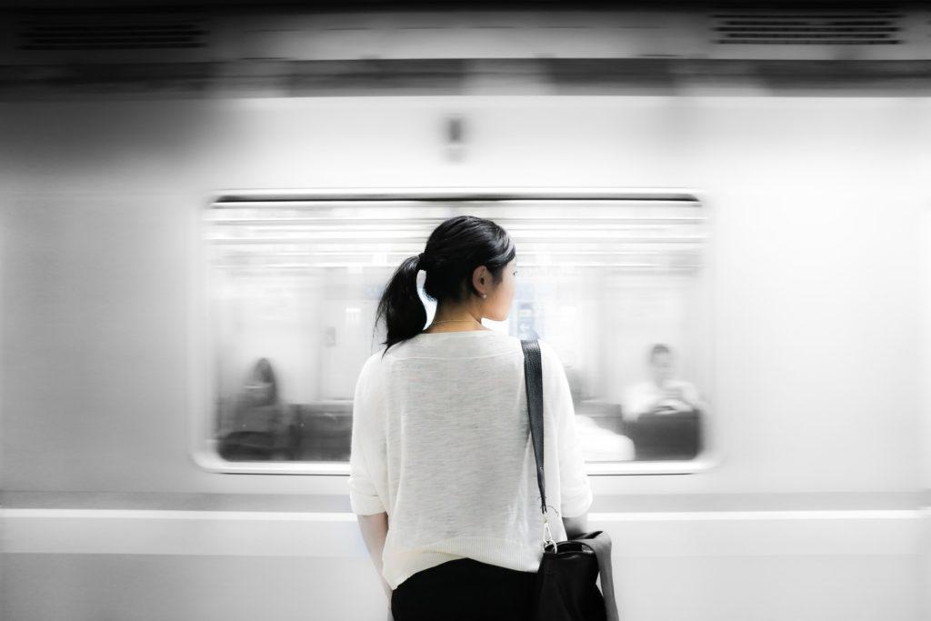 満員電車のストレスにとらわれず、自分の未来に集中する